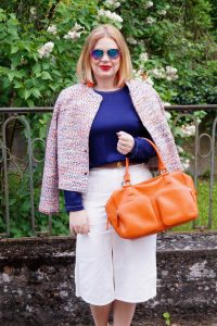 Summerstyle, tweed jacket, orange and blue, white denim, business casual, spring fashion 19, aviator sunglasses, orange high quality leather bag, fashionblogger, style 19, outfitinspo