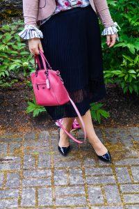 workinggirl, business style, business, boss babe, girlboss, office look, office edit, pink blazer, coach handbag, dressy style, fashionblogger, madame schischi, work look