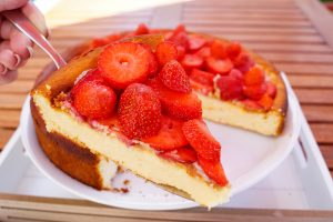 strawberry cheesecake , strawberry season, cheesecake, recipe, baking, baked goods, summer treat
