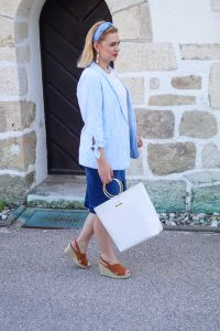 seersucker, summer materials, summer style, breezy fabrics, baby blue, stripes, denim, cognac brown, color mix, summer 2019, fasion, style blogger, fashionpost