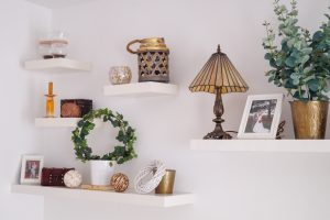 floating shelves, shelf styling, home decor, redecorating, vintage style, country style, nature style, house, decorating, living room, bloggers home, home decor post