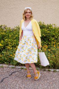 lemon print, lemon print skirt, summer prints, yellow, fashion blogger, Madame Schischi, summer style, feminine, summer 19