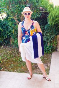 swimmsuit, Aldi, flower print, colorful swimmsuit, swimm suit coverup, poolside, vacation style, poolstyle, summer 19, sailor towel