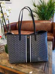 Tory Burch, Gemini Link, handbag review, white denim, stripes, high pony tail, pre-fall, fashionblogger, Madame Schischi