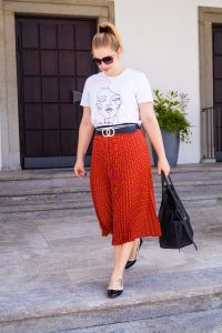 plaid skirt, pre-fall look, fall fashion, fashionblogger, red, Madame Schischi, graphic tee