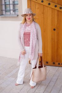 white flared denim, white after labour day, pink velvet, flared jeans, pink and white, fashionblogger, pre-fall, fall style, Madame Schischi
