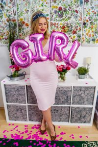 gender reveal, finding out the gender, baby girl, pink confetti, boy or girl