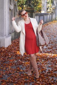 fall, fall fashion, Madame Schischi, autumn, styleblogger, pumpkin spice, fall dress, leaves on the ground, knit dress, overknees
