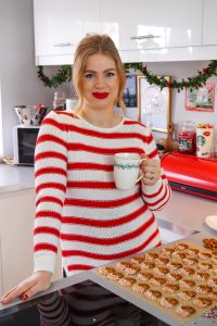 christmas, christmas time, sweet treats, chocolate pretzels, food, easy recipe, baking, Madame Schischi