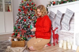 gift guide, hostess gifts, entertaining, glittery red, christmas red