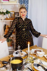 hosting, NYE, dinner, cheese fondue, midi dress, recipe, cooking for guests, bump style, happy new year, NYE ideas, hostess, table scape, NYE table decor