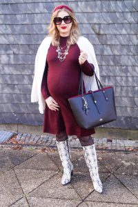 ashionblogger, fashion, snake print boots, pregnancy style, dress the bump, maternity style, styleblogger, dress lover, winterstyle, winter, style suggestions, how to style a dress