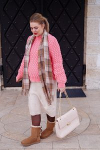 cozy chic, fashion, fashionblogger, ugg boots, winter style, winter fashion, style blogger, Madame Schischi, pink love, maternity style, dress the bump, pregnancy style