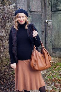 fashionblogger, fashion, maternitystyle, dress the bump, pregnancy style, styleblogger, snake print, fake fur trend, black x beige, Madame Schischi