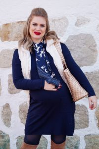 navy blue, fashionblogger, fashion, pregnancy stylye, maternity style, dress the bump, navy and creme, silk scarf, teddy vest, furry vest