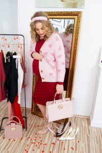 fashionblogger, fashion, valentines day, lookbook, valentines day lookbook, date night look, chic look, maternity style, pregnancy style, dress the bump, pink, heart pattern