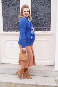fashionblogger, fashion, style blogger, Madame Schischi, pregnancy style, dress the bump, mom to be, maternity style, pantone 2020, classic blue,