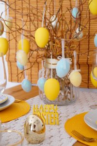 easter 2020, easter table scape, table decor, easter decor, home decor, house decoration, how to decorate, easter brunch, easy recipe, frittata recipe, stylish home, easter egg hunt, brunch ideas