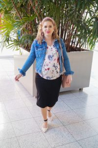 fashionblogger, fashion, styleblogger, what to wear, how to style, spring style, flower print, pregnancy style, maternity style, mom to be, denim jacket, Madame Schsichi