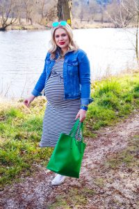 fashionblogger, fashion, stripes, maritime flair, blue and white, pops of green, converse sneakers, spring style, spring fashion, spring, maternity style, pregnancy style, preggers, mom to be