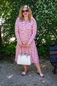 fashionblogger, fashion, summer fashion, summer, styleblogger, how to style a flower dress, what to wear, flower dress, bonprix, crepped hair