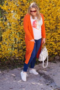 fashionblogger, fashion, style blogger, what to wear, how to style, graphic tees, print tees, t-shirt and jeans, spring style, spring fashion