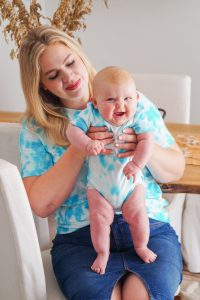 tie-dye, mommy and me, diy project, fashionblogger, tie-dye baby body, tie-dye womans shirt