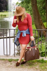 fashionblogger, fashion, style blogger, spring style, dress lover, casual style, rainy days, luis vuitton neverfull, jersey dress