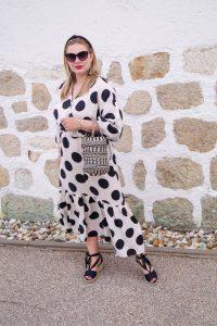 fashionblogger, fashion, style blogger, polka dot, midi dress, summer dresses, H&M dress, outfitpost, how to style, what to wear, fashion post, fashion addict, black x white, feminine style
