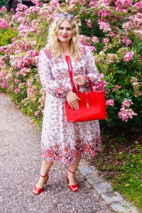 fashionblogger, fashion, flower dress, folklore dress, red loves pink, summer, summer dress, red accessories, how to style, what to wear, amazon dress
