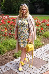 fashionblogger, summer style, summer material, linen dress, summer, fashionista, how to style, what to wear, yellow, espadrilles, flower print