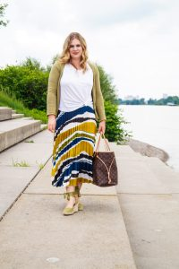 fashionblogger, fashion, pleated skirt, print lover, casual style, summer style, feminine style, how to style, what to wear, Luis Vuitton Neverfull