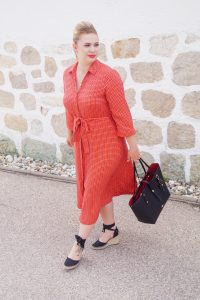fashionblogger, fashion, what to wear, how to style, shirt dress, vibrant colors. fashion statement, work dresses, Coach Market Tote, summer, summer fashion, Madame Schischi, breastfeeding friendly clothes, feminine style