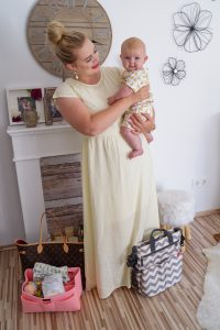 what´s in my bag, what´s in my diaper bag, fashion blogger, mommy and mini, mommy and me, baby girl, skiphop, summer style, how to style