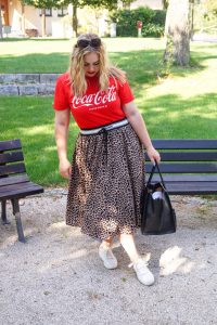 fashionblogger, fall style, leopard print skirt, coca cola graphic shirt, casual style, how to style, what to wear, ootd, fall style, fall, autumn