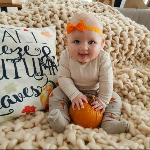 fashionblogger, fashion, fall fashion, autumn style, casual style, mom style, baby girl, fall baby