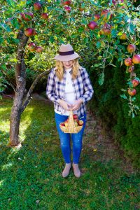 fashionblogger, fashion, fall fashion, autumn style, casual style, mom style, ootd, what I wear, how to style, apple picking, apple orchards, fall bucket list, things to do