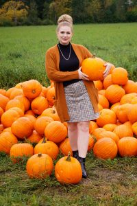 fashionblogger, fashion, fall fashion, autumn style, casual style, mom style, ootd, what I wear, how to style, mad for plaid, pumpkin patch, pumpkins, plaid