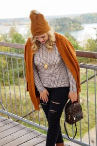 fashionblogger, fashion, fall fashion, autumn style, casual style, mom style, ootd, what I wear, how to style, plaid, cognac brown knits, ripped denim