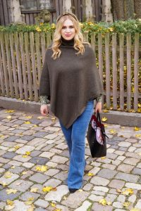 fashionblogger, fashion, fall fashion, autumn style, casual style, mom style, ootd, what I wear, how to style, poncho weather, bootcut denim