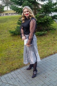 holiday style, NYE, sequin skirt, dressed up, NYE style, how to style, what to wear, womans fashion, affordable style, monki skirt, bejeweled heels