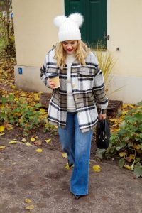 fashionblogger, fashion, trends, shacket, december 20, amazon finds, amazon fashion, lumberjack style, denim trends, winter, winter style, coffee to-go
