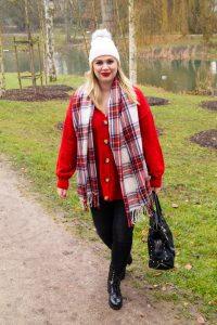 fashionblogger, fashion, winter fashion, winter style, casual style, mom style, ootd, what I wear, how to style, combat boots, boot trend, plaid scarf, cozy style, mad for plaid