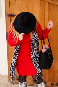 fashionblogger, fashion, winter fashion, winter style, casual style, mom style, ootd, what I wear, how to style, red knit dress, bonprix, snake print boots, black and white