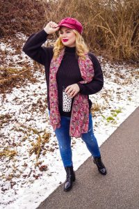 fashionblogger, fashion, winter fashion, winter style, casual style, mom style, ootd, what I wear, how to style, black basic sweater, combat boots, winter style