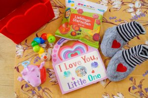 valentine´s day, baby gift, valentine´s day basket, peppa pig, baby snacks, heart basket, love book, diy, Valentine´s day DIY basket
