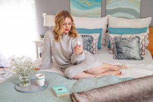 bedroom refresh, new bedroom decor, ruffled bedding, crisp white bedding, turquoise and gray, rituals body mist, comfortable and cozy