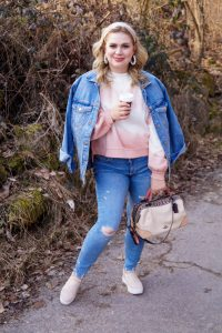 tie-dye, tie-dye sweater, candadian tuxedo, double denim, fashionblogger, fashion, denim and sneakers, casual style, sunday style, outfitinspo, style inspiration, womans fashion, fashionista, mom style