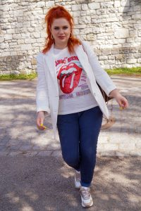 white linen blazer, dad sneakers, jogger pants, neverfull, style inpo, womans fashion, fashion blogger, spring style, spring