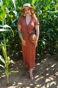 fashion blogger, madame schischi, polka dots, polka dot dress, 31 dresses of summer, summer style, classic print, wrap dress, dress lover, how to style, what to wear, corn maze, summer activities